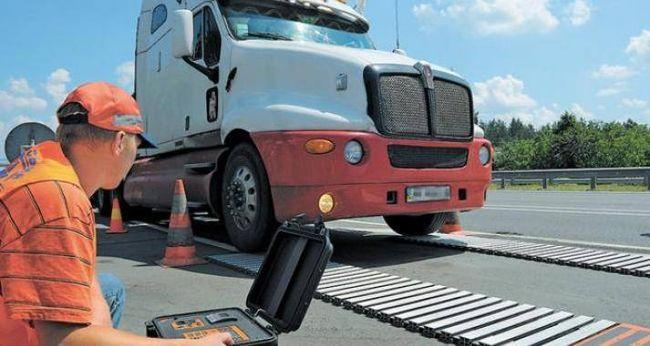 На дорозі Мерефа – Лозова – Павлоград перевірятимуть вагу вантажівок