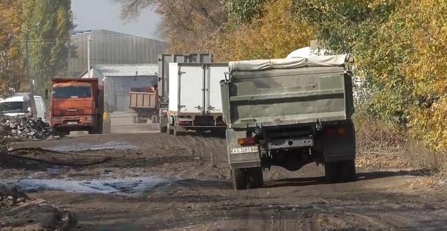 Дорога на вулиці Староверещаківська змушує харків'ян червоніти від люті (ВІДЕО)