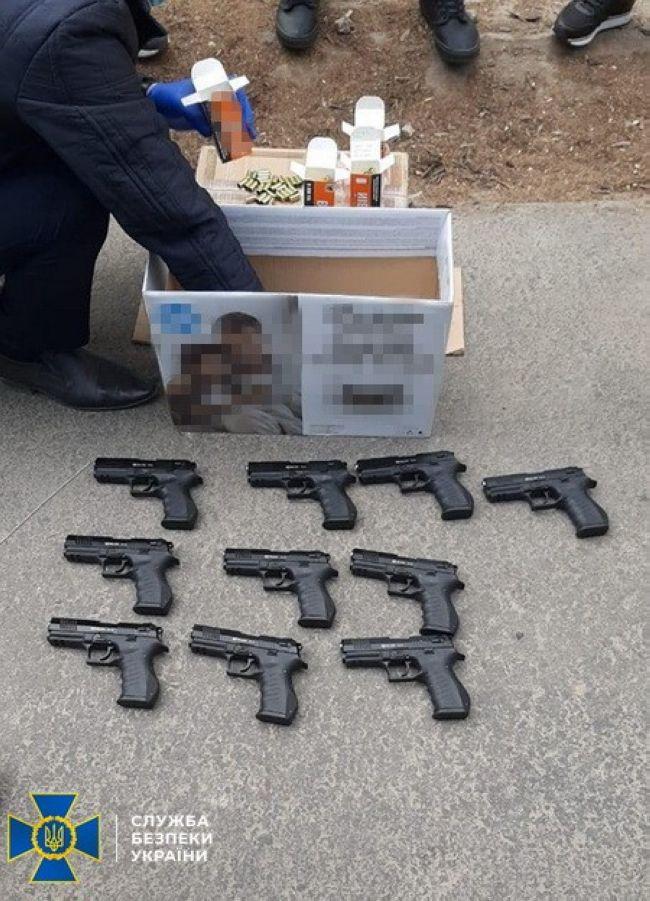 У Запоріжжі СБУ затримала колишнього співробітника «Беркута» на збуті зброї злочинцям (ВІДЕО)