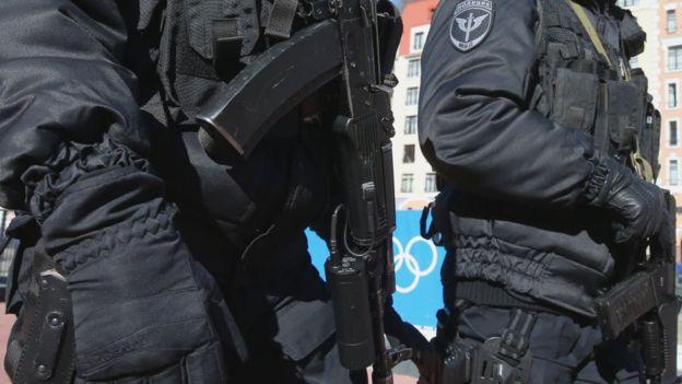 В Росії спецназ застрелив чоловіка, який вкрав чотири рулони шпалер