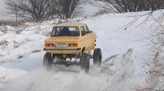 Харків'янин схрестив у своєму гаражі Запорожець та УАЗ: результат підірвав соцмережі