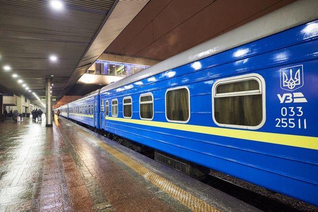 Укрзалізниця приостанавливает продажу билетов на поезда в красную Закарпатскую область