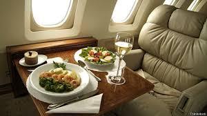 Есть вопрос: почему еда в самолётах не такая вкусная