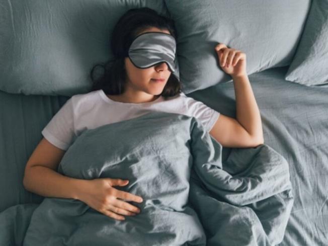 Что происходит с организмом, если вы спите слишком много или слишком мало